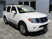 FOR SALE  2010 Nissan Pathfinder LE  14, 500usd